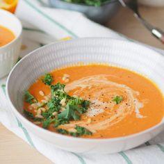 """Kremet tomatsuppe med paprika og appelsin - Enkel """"ta 2 av alt-oppskrift"""" - Sukkerfri Hverdag Thai Red Curry, Chili, Food And Drink, Dinner, Ethnic Recipes, Soups, Danish, Red Peppers, Dining"""