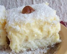 Raffaello cake, creamy and appetizing, urge you to try it Rafaelo Cake, Cookie Recipes, Dessert Recipes, Delicious Desserts, Yummy Food, Kolaci I Torte, Croatian Recipes, Romanian Food, Healthy Cake