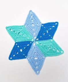 Yarnspirations is the spot to find countless free easy crochet patterns, including the Red Heart Star Table Mat. Browse our large free collection of patterns & get crafting today! Crochet Angels, Crochet Stars, Crochet Snowflakes, Crochet Ornaments, Dishcloth Knitting Patterns, Knit Dishcloth, Christmas Crochet Patterns, Easy Crochet Patterns, Crochet Christmas