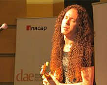 Ex guitarrista de Megadeth participa de actividad con alumnos de INACAP Valparaíso
