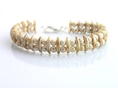 Simple bracelet - crescent beads and pearls http://www.sashe.sk/kacenkag/detail/bezovy-mesiac