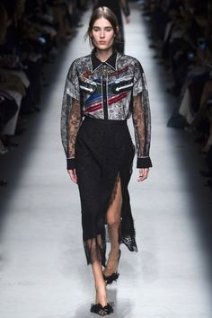 Rochas Spring 2016 Ready-to-Wear Fashion Show - Vera Van Erp (Next)