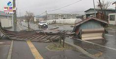 Ventos de até 150km/h causaram destruição e deixaram 8 feridos ao norte do Japão. Veja mais.