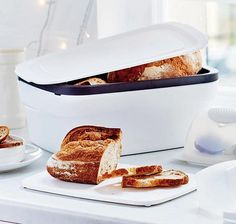 Tupperware Breadsmart II £ 43.96 // the vent around the upper edge which lets the correct amount of air in that prevents mould, and stops staleness. no more bread goes to waste! via Tupperware UK
