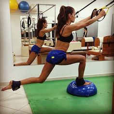 Supermodel Izabel Goulart working out (photo posted on Facebook October 3rd, 2013 by Iza).