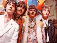 Paul, George, Ringo e John em 1967, quando decidiram abraçar a Meditação Transcendental de Maharishi Mahesh Yogi. Veja mais em: http://semioticas1.blogspot.com.br/2012/05/travessia-em-abbey-road.html                                                                                                                                                      Mais