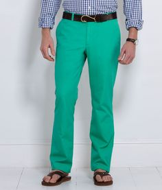How to wear green pants men trousers for 2019 Green Pants Men, Green Pants Outfit, How To Wear Culottes, How To Wear Blazers, Bright Pants, Derby Dress, Men Trousers, Wide Pants, Preppy Outfits