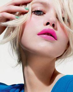 Summer Makeup: Magenta Pink Lips.