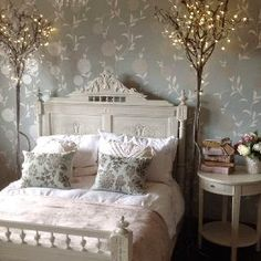 Some gorgeous romantic rooms for Valentines Day decor ideas...