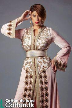 Chers visiteur ou vous pourrez voir ce joli caftan marocain rare en toutes mesures présenté par notre star du caftan 2014 ? Bien sur cette robe de soirée est purement marocain il sera disponible et à la porté sans peu et sans doute vous allez l'acquérir...