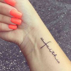 40 Minimalist One-Word Tattoo Ideas That Are Beautiful On Ev.- 40 Minimalist One-Word Tattoo Ideas That Are Beautiful On Every Woman 40 Cute Minimalist One-Word Tattoo Ideas For Women Word Tattoos On Arm, Small Quote Tattoos, Small Tattoos With Meaning, Small Tattoos For Guys, Small Wrist Tattoos, Word Tattoo Wrist, Tattoo Small, Tattoo Words, Foot Tattoo Quotes