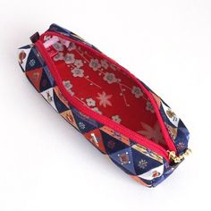 Pen Case with Japanese Traditional Pattern, Kimono [Brocade]. The inside is pretty kimono, reflecting our wish for you to feel happy every time you look into the case.