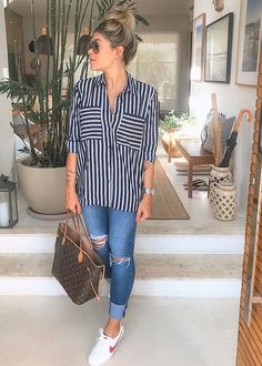 50 Ideas for sport chic style casual jeans Look Casual Chic, Look Chic, Casual Looks, Chic Chic, Girl Outfits, Casual Outfits, Cute Outfits, Fashion Outfits, Black Outfits