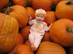 Halloween Photo idea-this just makes me smile :) Fall Baby Pictures, Holiday Pictures, Newborn Pictures, Fall Photos, Fall Pics, Autumn Pictures, Kid Photos, Pumpkin Patch Pictures, Baby Pumpkin Pictures