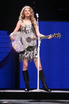 Taylor Swift our song fearless tour.