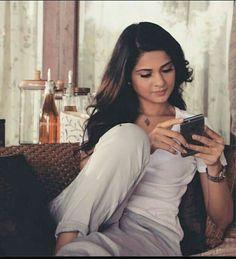 Kuch log itne dur chale Jate hain phir bas Tasveero Me hi reh jate hai Angry Girl, Jennifer Winget Beyhadh, Cute Girl Face, Beautiful Girl Image, How To Pose, Indian Celebrities, Bollywood Actors, Stylish Girl, Looking Gorgeous