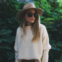 cream sweater + tan hat