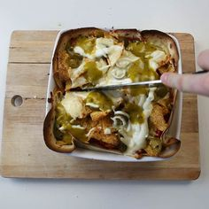 Here's How You Make Mexican Lasagne -             Ingredients:   – 1/2 red onion (roughly chopped)  – 1/2 white onion(roughly chopped)  – 1 red pepper (roughly chopped)  – 1 chic...