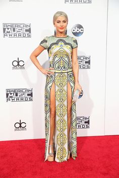 Vestido estampado de Julianne Hough no American Music Awards 2015 | Julianne's printed look for the AMA's