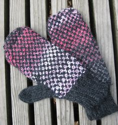 Free Knitting Pattern for Mittens Interrupted - Two-color linen stitch makes these mittens cozy and colorful (especially if one of the yarns is variegated). With only two pattern rows and no hand shaping, you can have this design finished in no time. Designed by Eunny Jang. Pictured project by nibsnknits