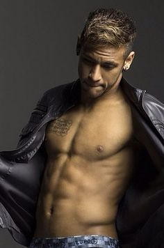 Neymar from Brazil is one of the hottest female and male athletes in Rio Olympics Soccer Guys, Football Players, Neymar Brazil, Neymar Jr 2014, Dani Alves, Raining Men, Athletic Men, Fc Barcelona, Gorgeous Men