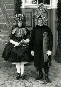 Schwälmer Brautpaar in Nausis, um 1938