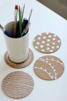 DIY Mug Coaster from cork! Cute and easy diy! The Coasters, How To Make Coasters, Custom Coasters, Diy Simple, Easy Diy, Crafty Craft, Crafting, Diy Para A Casa, Sous Bock