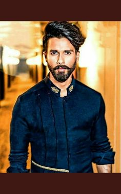 Shahid kapoor - New Site Bollywood Hairstyles, Wedding Dresses Men Indian, Hair And Beard Styles, Hair Styles, Beard Game, Formal Shirts For Men, Indian Men Fashion, Boy Photography Poses, Shahid Kapoor