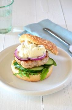 Kipburger met tzaztiki - healthy chicken burger #recipe #mcchicken