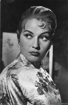 María Esther Gorostiza Rodríguez, más conocida como Analía Gadé (Córdoba, Argentina, 28 de octubre de 1931)