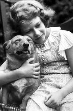 Queen Elizabeth II as a little princess with her corgi. Love this picture for Queen Elizabeth II. Reine Victoria, Prinz William, Her Majesty The Queen, English Royalty, Queen Of England, Easy Listening, British Monarchy, Save The Queen, Royal Families