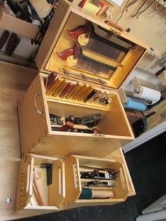 I will be attending a workshop this summer and needed something for transporting my tools. the case is made of 3/4 and 1/2 baltic birch ply with walnut accents. The solid brass hardware, including the mortised chest lock, is from Lee Valley. - CLICK TO ENLARGE