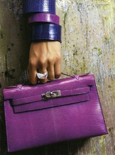 Choosing The Perfect Handbag That's Suitable For All Season - Best Fashion Tips Hermes Kelly Bag, Hermes Bags, Hermes Handbags, Fashion Handbags, Fashion Bags, Fashion Fashion, Runway Fashion, Fashion Trends, Purple Accessories