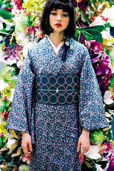 Isetan Shinjuku and textile maker HINAYA KYOTO collaborate with Tokyo designers to present yukata. The collaborated designs will be sold at the kimono promotional space Traditioneller Kimono, Kimono Japan, Japanese Kimono, Japanese Style, Kimono Style, Traditional Kimono, Traditional Fashion, Traditional Dresses, Geisha