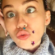 Miley Cyrus Has A Two-Headed Blowup Doll And A Midnight Kiss With Liam Hemsworth - http://oceanup.com/2017/01/01/miley-cyrus-has-a-two-headed-blowup-doll-and-a-midnight-kiss-with-liam-hemsworth/