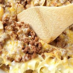 Creamy Beef Noodle Bake - Tender egg noodles, melty cheese, and a creamy tomato ground beef mixture make for one amazing, and family-friendly dinner! The entire family will love this simple and easy creamy beef noodle bake. Casserole Dishes, Casserole Recipes, Meat Recipes, Dinner Recipes, Cooking Recipes, Meatball Recipes, Lasagna Casserole, Egg Noodle Casserole, Lasagna