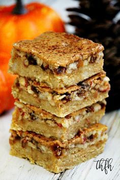 Gluten-Free Vegan Flourless No-Bake Peanut Butter Apple Bars...an easy recipe that's vegan, gluten-free, dairy-free, egg-free, grain-free, flourless, no-bake and no refined sugar | The Healthy Family and Home
