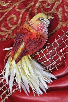 """broche de Little Bird (de la serie """"Birds of Paradise"""").  Hecho a mano."""