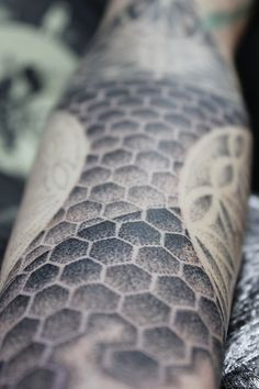 Sleeve progress - Honeycomb arm design Honeycomb, Arm, Sleeve, Design, Home Decor, Manga, Decoration Home, Arms, Room Decor