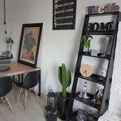 Estante escada, compramos na @leroymerlinbrasil por R$299,00, na época o melhor preço que achamos. Uma ótima opção para quem curte o design escandinavo e ama objetos de decor ! . . . . #amoessacasa #casa #apto #apartamento #sala #roomdesign #room #scandinavianhome #scandinavian #decoração #dicadecompra #decor #decoration #cactus #cactuslover #inspiration #interiores #interior #interiordesign #homesweethome #homedesign #home #homedecor #nordicdesign #designdeinteriores #arquitetura…