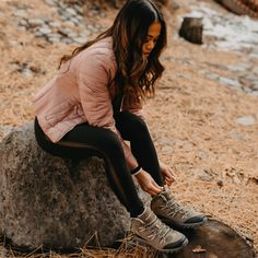 Let the beauty of the outdoors inspire you ⛰🥾 Feat. BEARPAW Women's Tallac #BearpawShoes #LiveLifeComforably