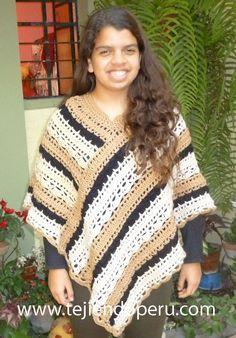 Have this pattern Crochet Scarves, Crochet Shawl, Diy Crochet, Crochet Top, Bolero, Poncho Sweater, Crochet Videos, Crochet Projects, Knitting