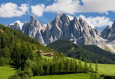 Scenic view of the Dolomites, Italy Train Map, By Train, Medical Travel Insurance, Italy Train, Europe Train, Travel Europe, Especie Animal, National Parks, Italy