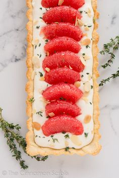 A naturally sweetened grapefruit and thyme mascarpone tart with a gluten-free crust, sweet mascarpone cheese filling, and tart pink grapefruit segments. Tart Recipes, Sweet Recipes, Dessert Recipes, Chocolate Peanut Butter Cheesecake, Cheesecake Cake, Sweet Tarts, Delicious Desserts, Favorite Recipes, Sweets