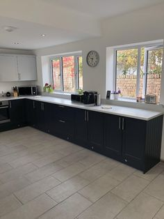 """""""Pearl Grey Corian, with moulded cills, coved upstands, moulded leg and a matching splashback. 🔥✌🏽 The colour scheme in this kitchen works wonders ! supplied by Installed by Stone Uk, Kitchen Words, Splashback, Corian, Pearl Grey, Color Schemes, Kitchen Design, Kitchens, House Ideas"""