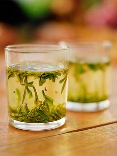 Deze thee zit bomvol antioxidanten, en heeft een heleboel voordelen voor je gezondheid, waaronder het boosten van je stofwisseling. Groene thee bevat plantaardige verbindingen, die