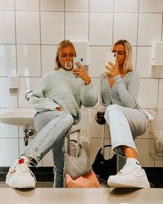 casual outfits date Best Friends Shoot, Best Friend Poses, Cute Friends, Photos Bff, Friend Photos, Bff Pics, Best Friend Photography, Cute Friend Pictures, Family Pictures