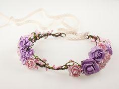 Kwiatowy, ślubny wianek do włosów. Wianek utrzymany w tonacji różu i fioletu.  Dostępny w sklepie internetowym Madame Allure - ślubne ozdoby do włosów!  #wianekślubny #wianek #ślub
