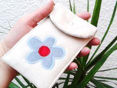 """JanuaREIF    Handytasche  """"Blume""""      ♥♥♥♥♥♥    robust und pflegeleicht - mit extra Vlies unterlegt.  Druckknopf zu schließen    ♥♥♥♥♥♥    genäht aus"""