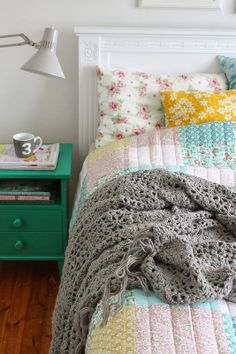 The house by the bay: Nib Challenge - Bedroom